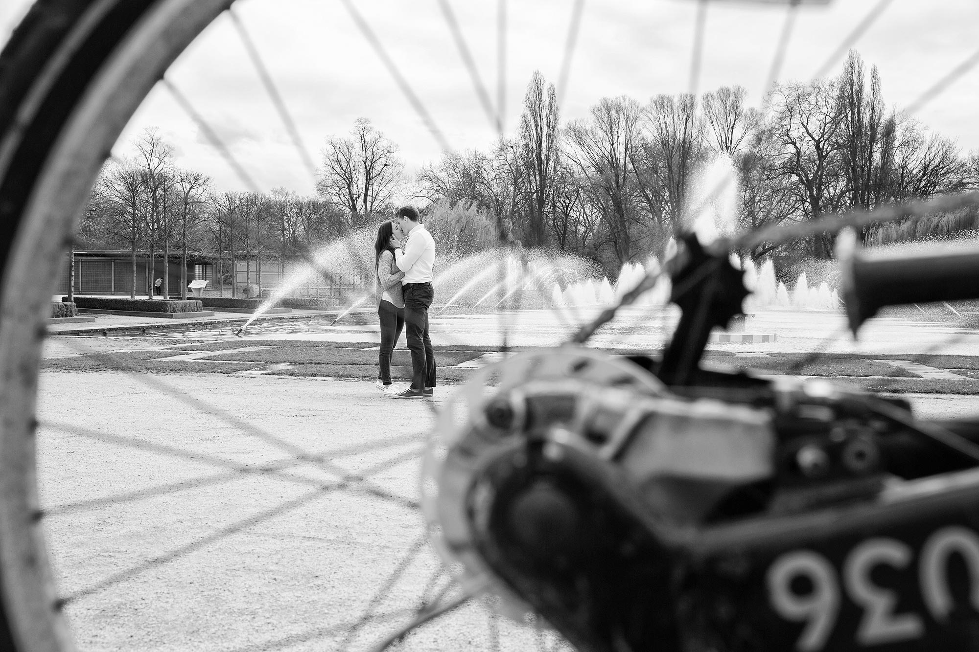 bikes and battersea park engagement photos