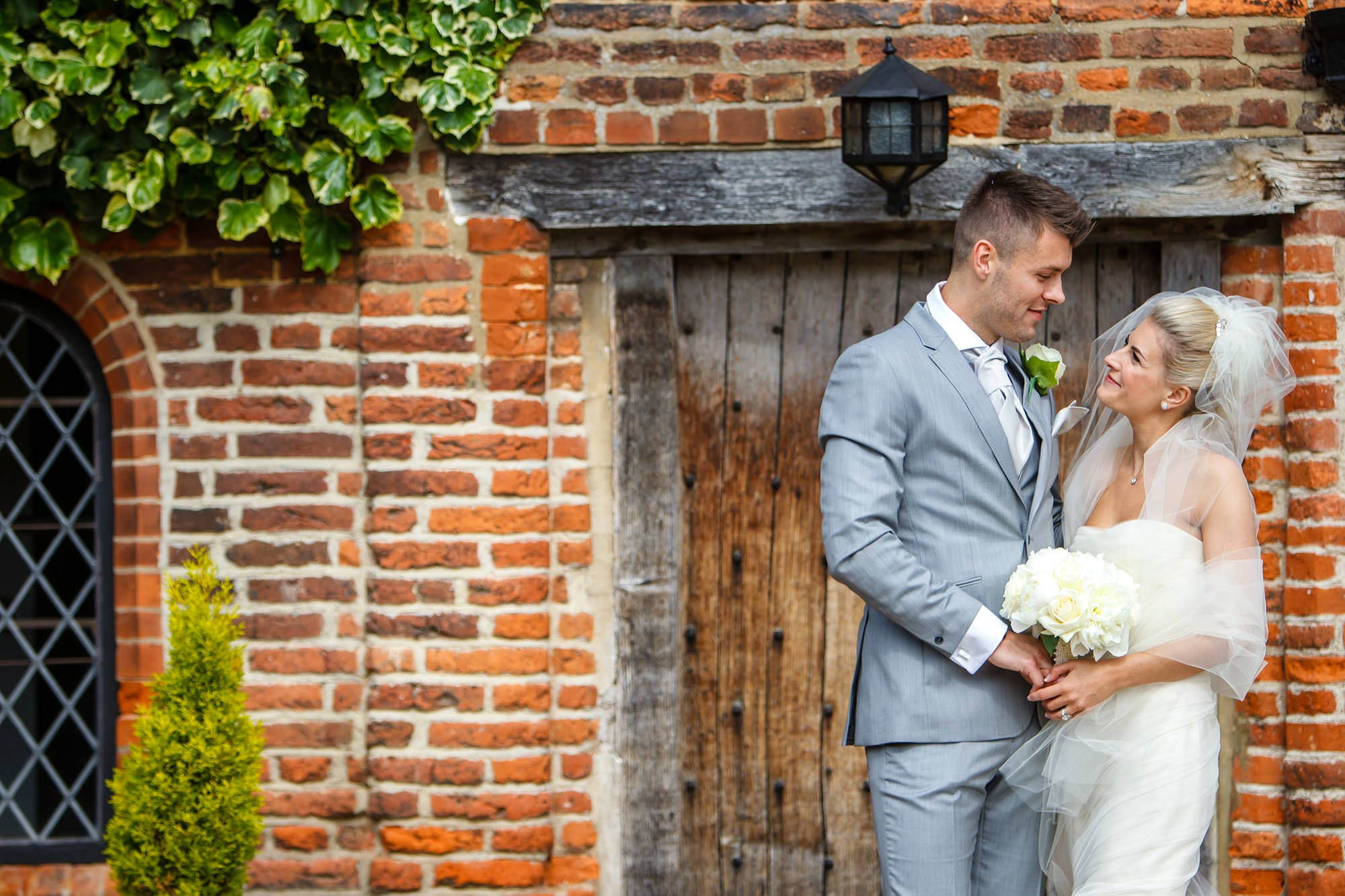 amazing bride and groom pictures at leez priory