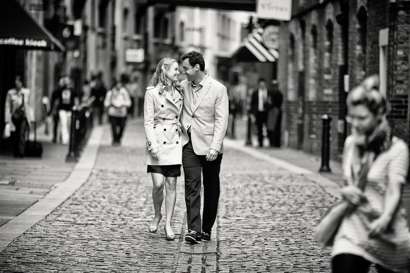 engagement photos in London cobbled street