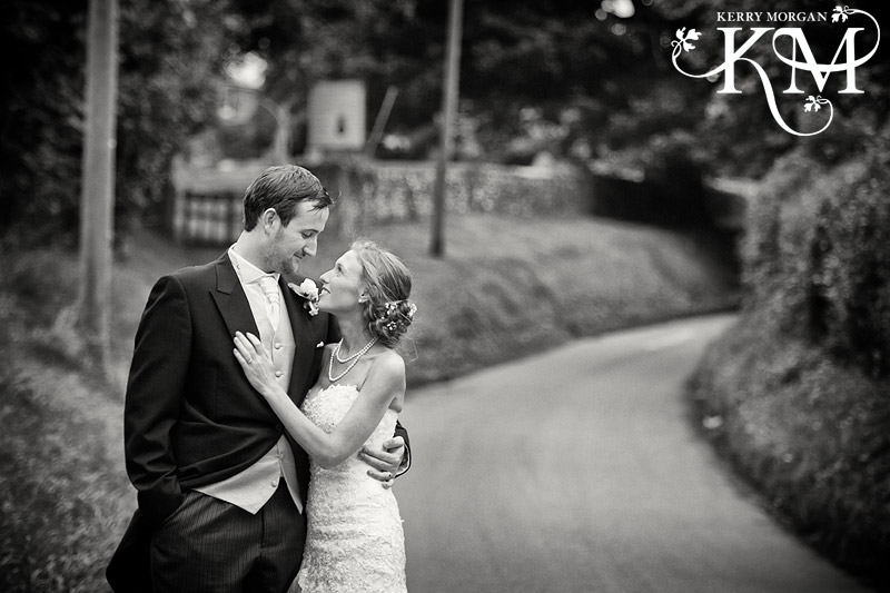 wedding pictures at Court Lodge Barn wedding