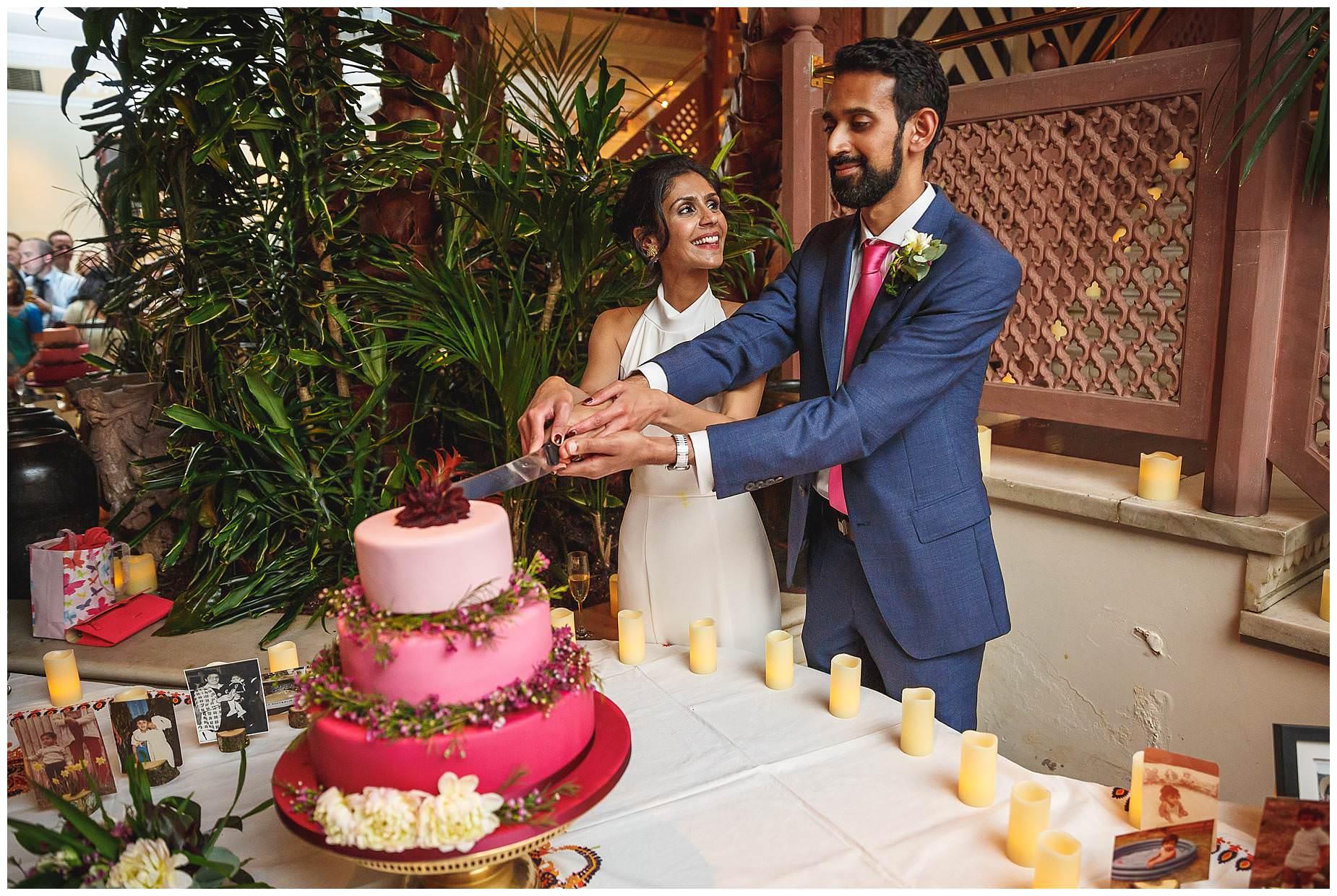 cake cutting at La Porte Des Indes wedding