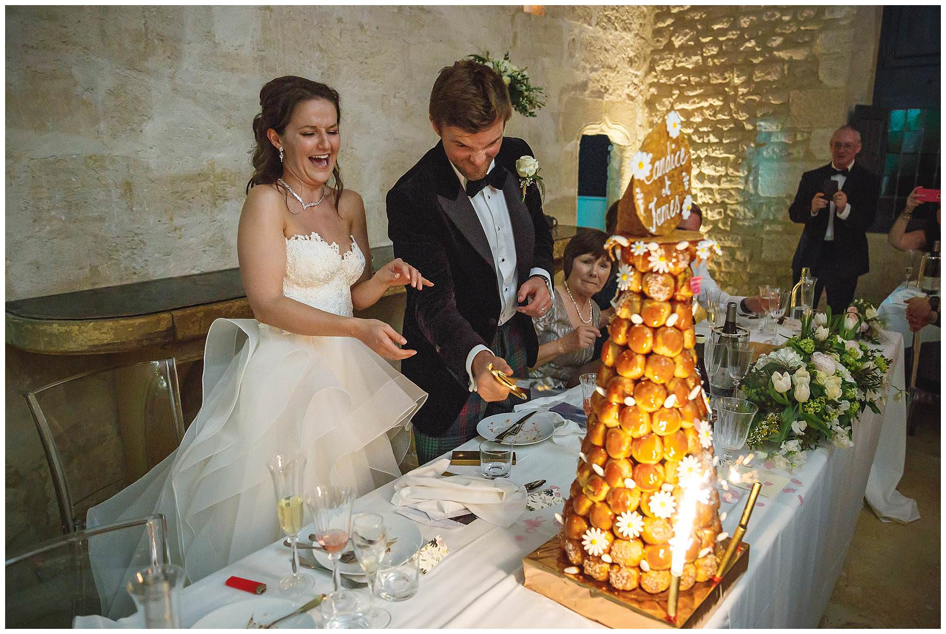 cutting croquembouche