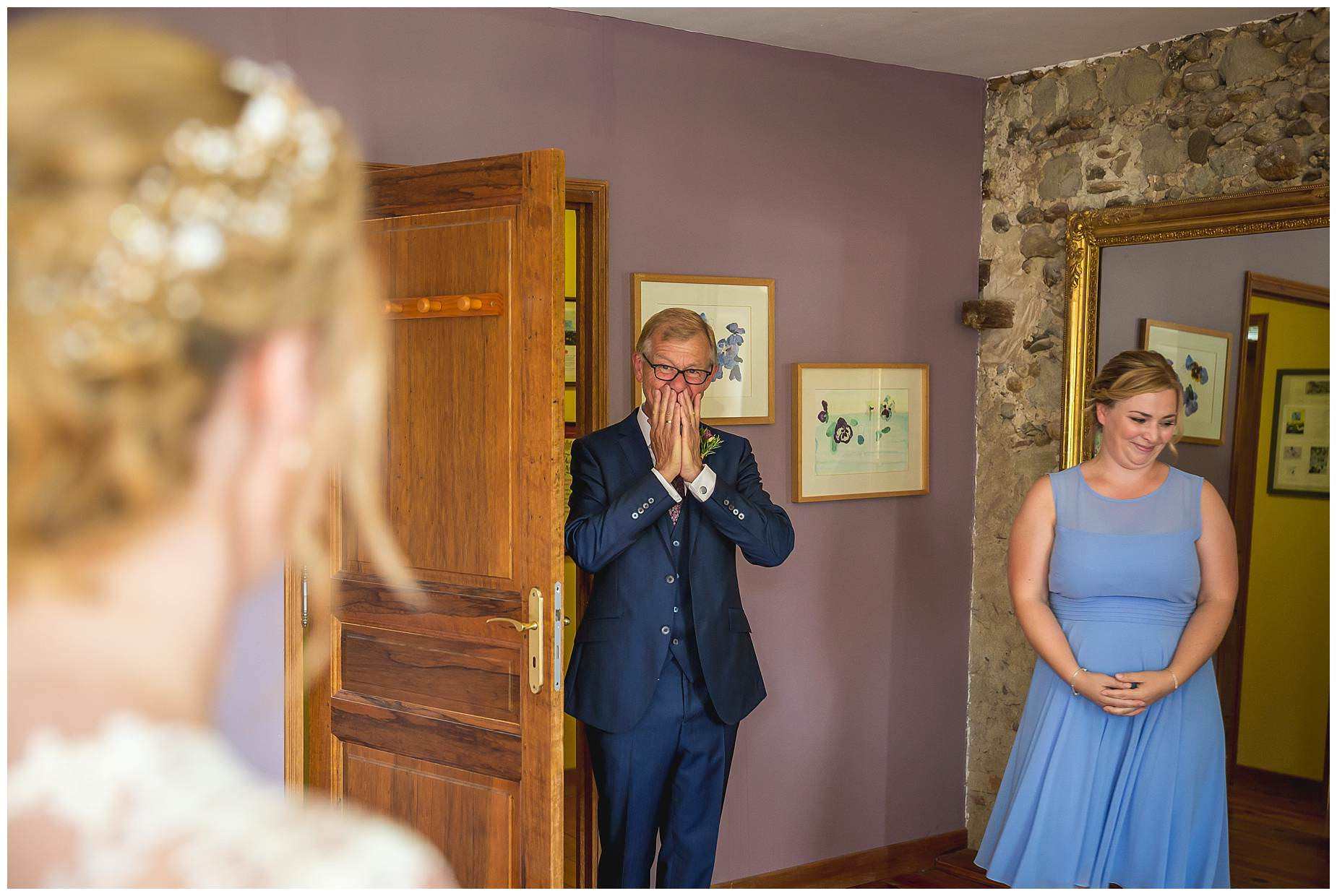Dad sees bride for first time
