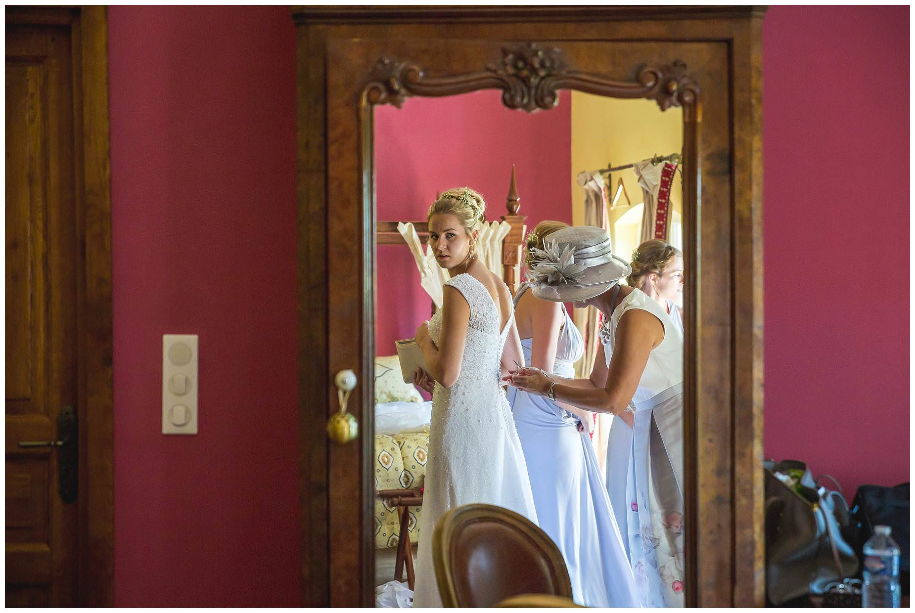 bride getting ready at Villa Rouge Fabrezan