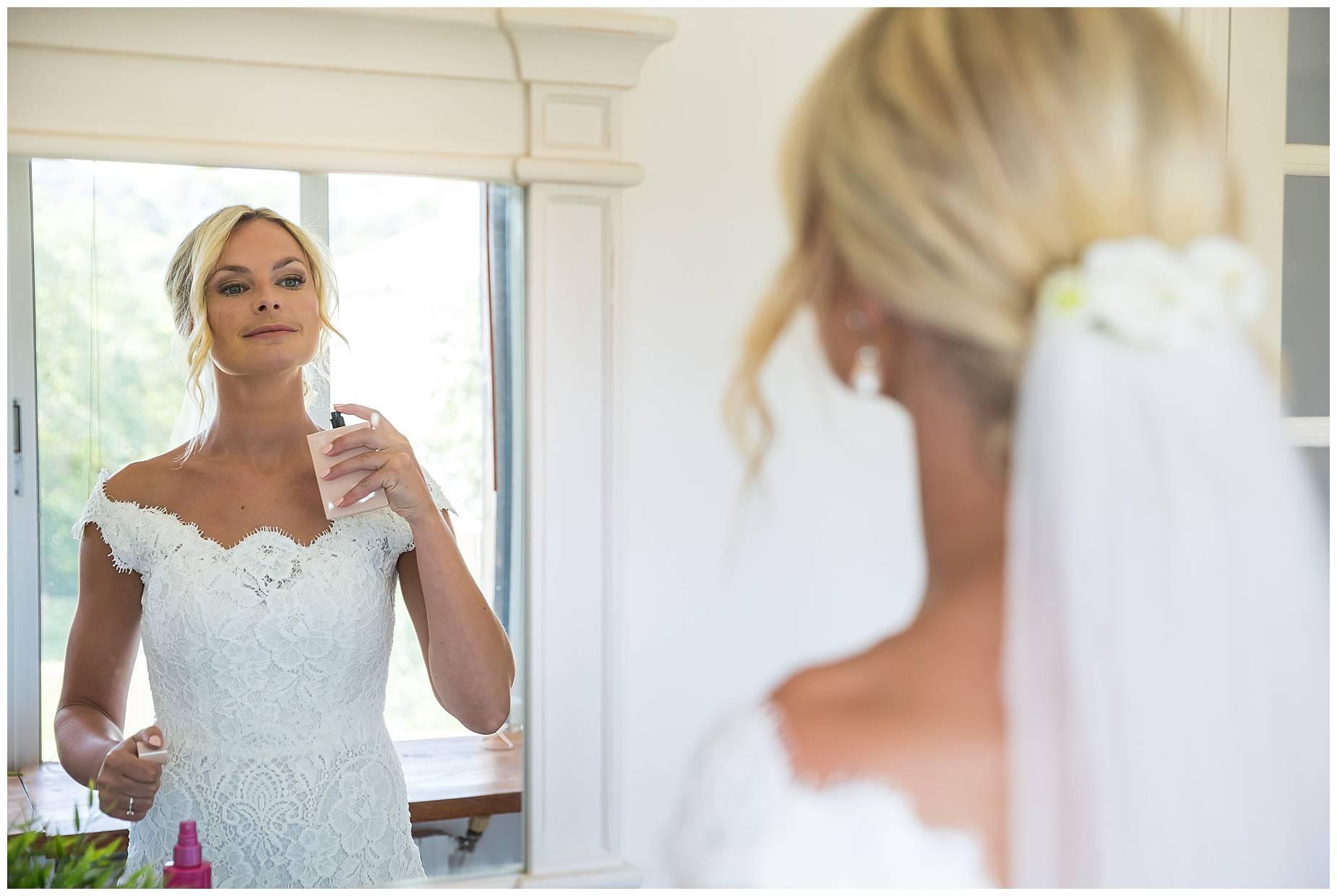 bride puts on perfume