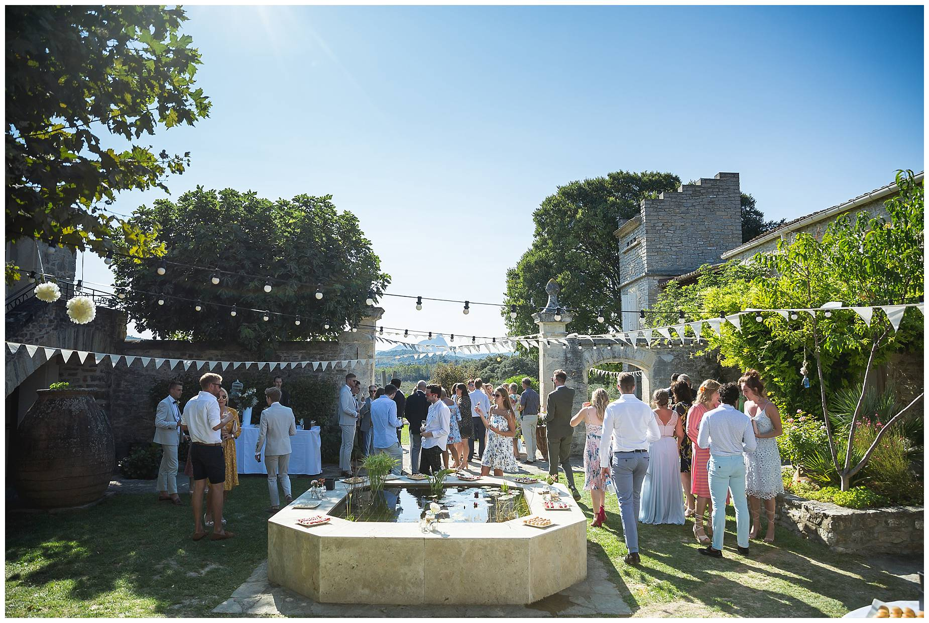 All the guests in the courtyard of Domaine Saint Germain