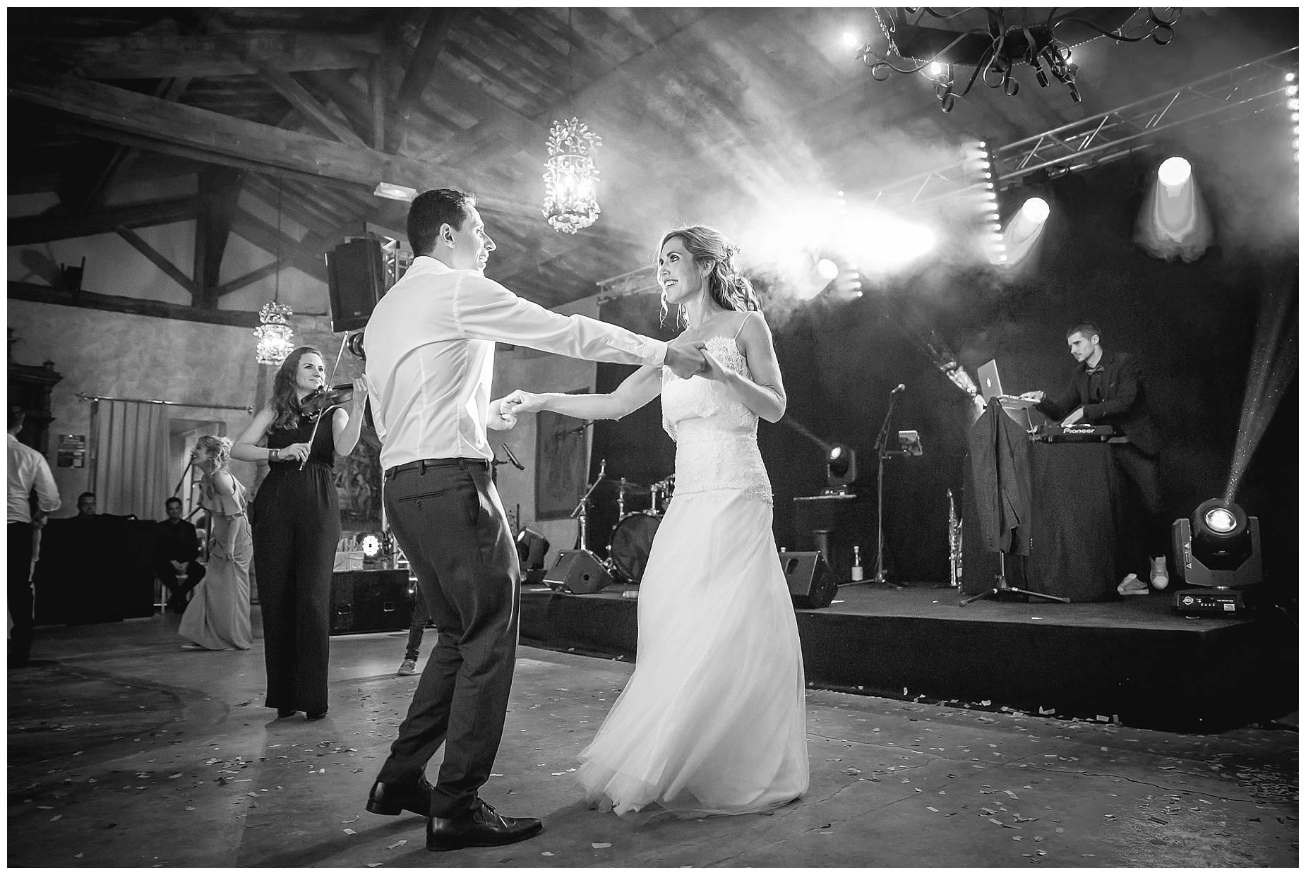 Chateau de Pouget first dance at wedding