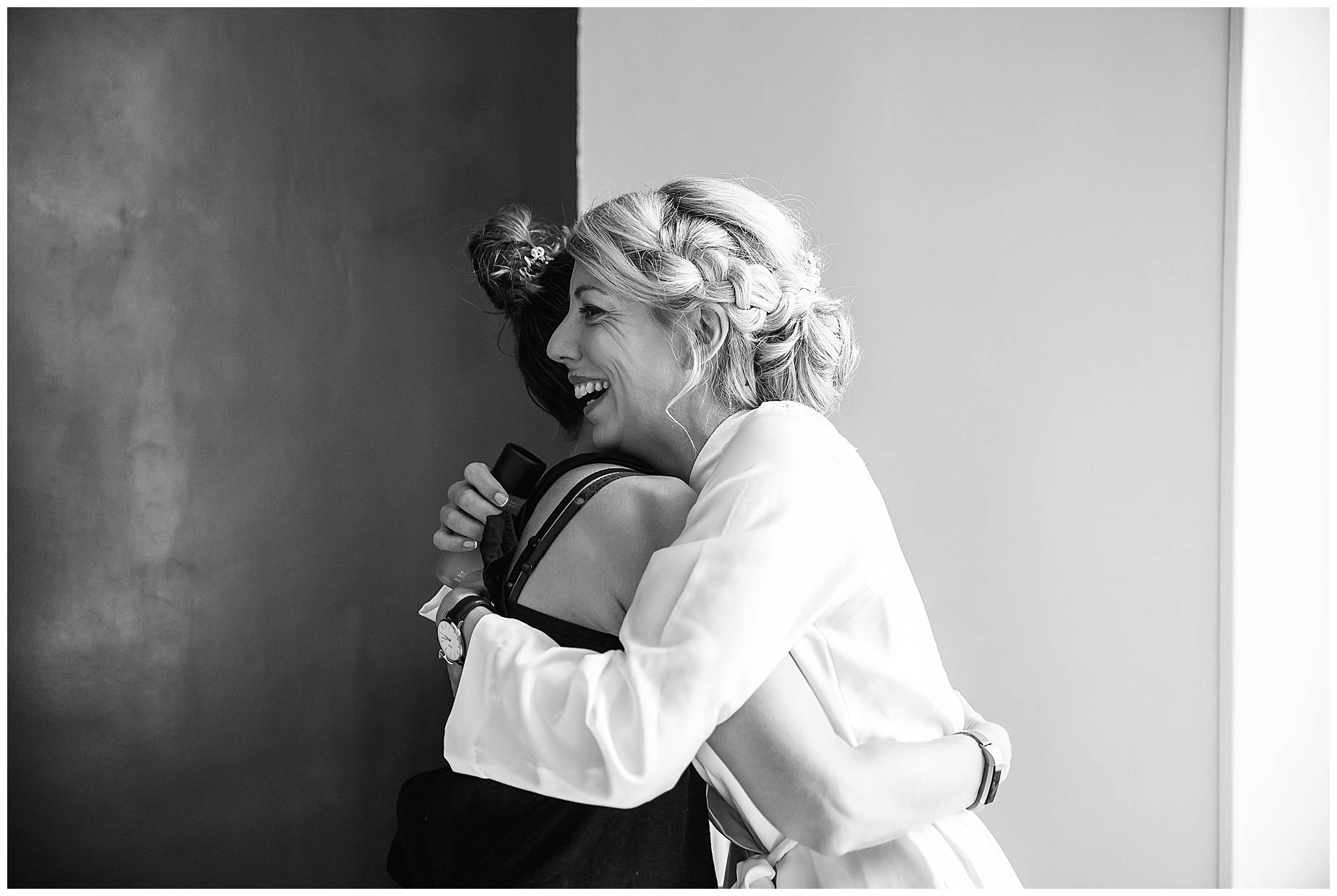 Chateau Blomac Wedding hugging