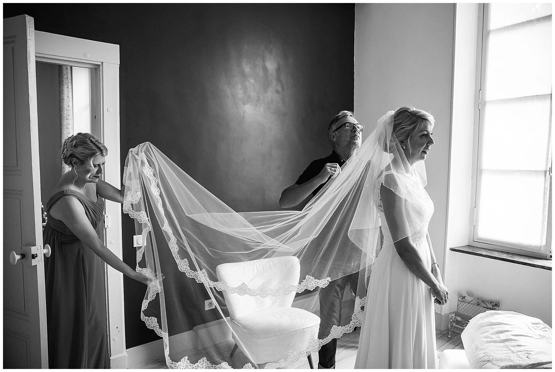 Chateau Blomac Wedding veil being put on