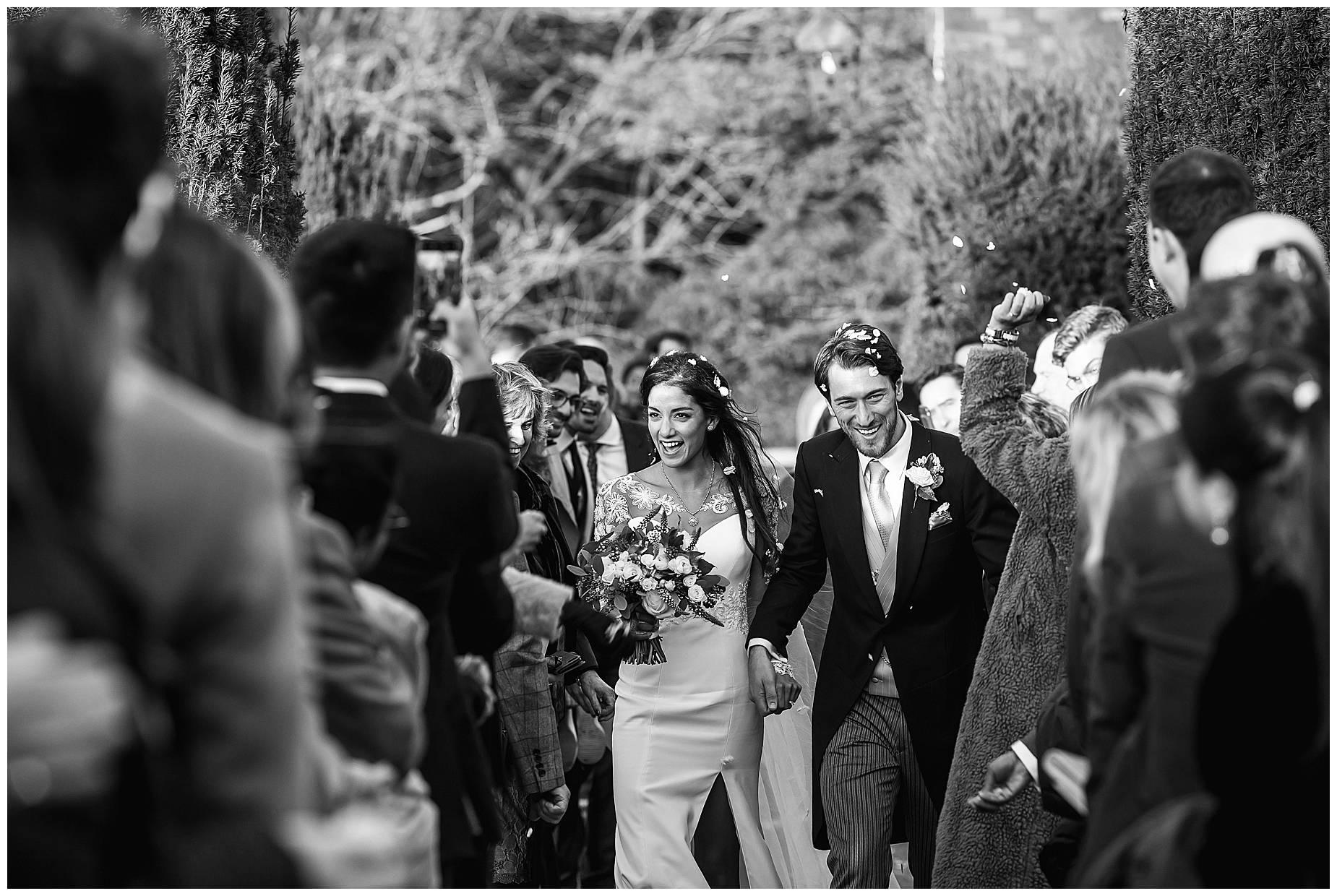 confetti throw st nichloas church wedding