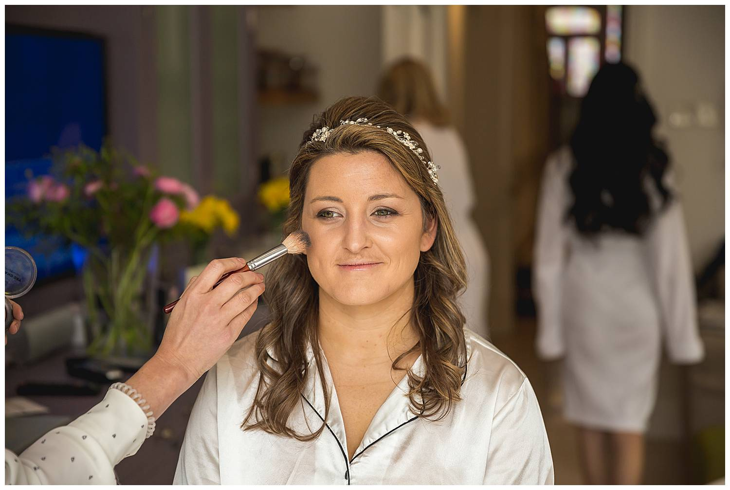 Bride gets ready for her Hurlingham Club wedding