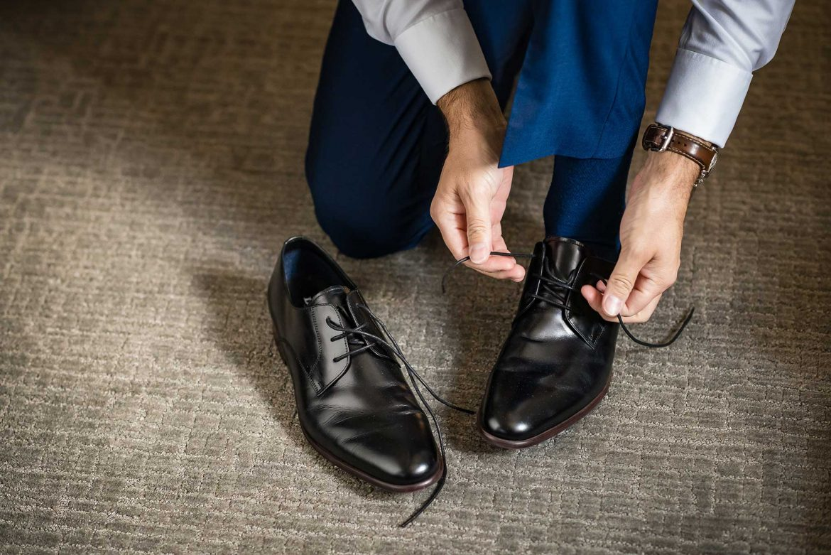 groom puts of shoes