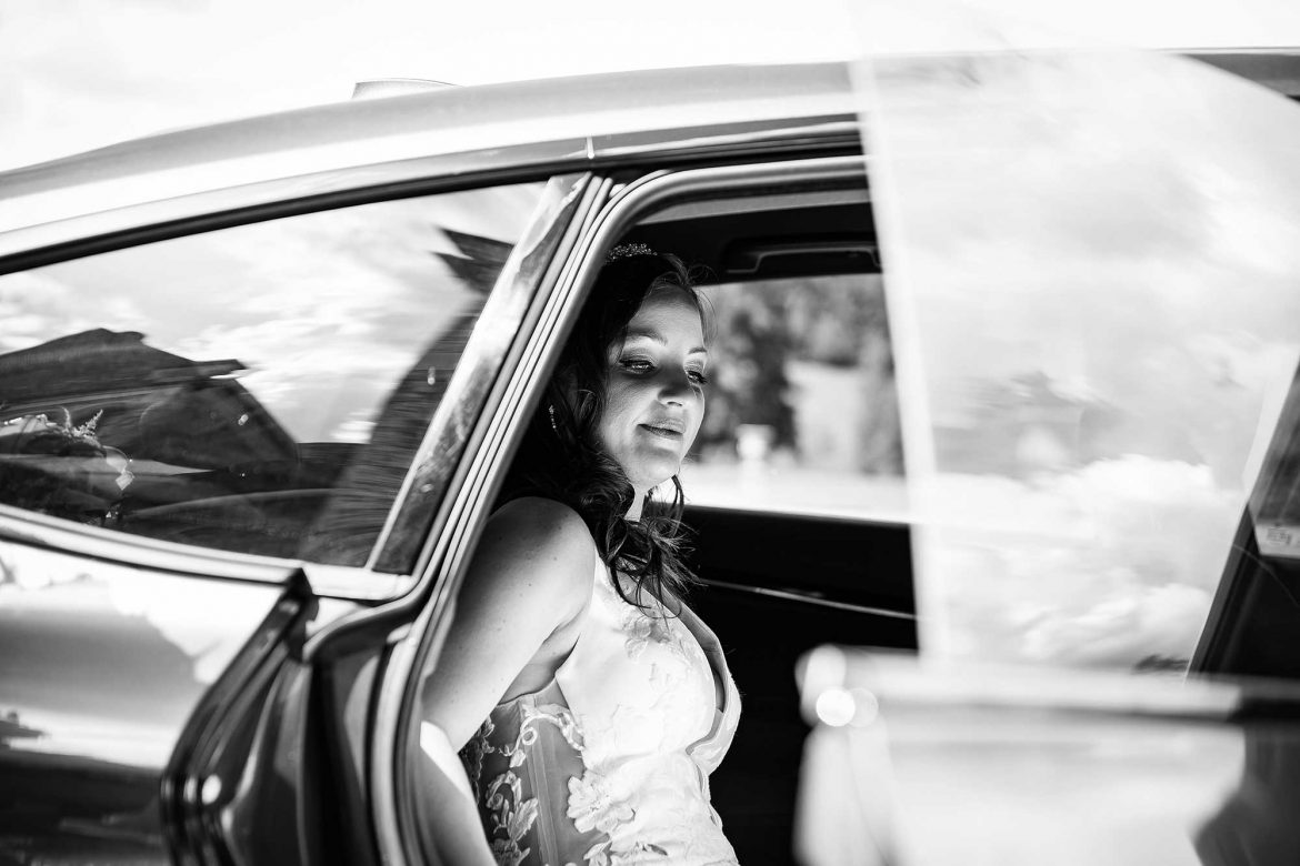 the arrival of the bride in a car